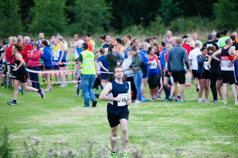 male club runner on the home straight to the exchange box at dearnford lake running relay