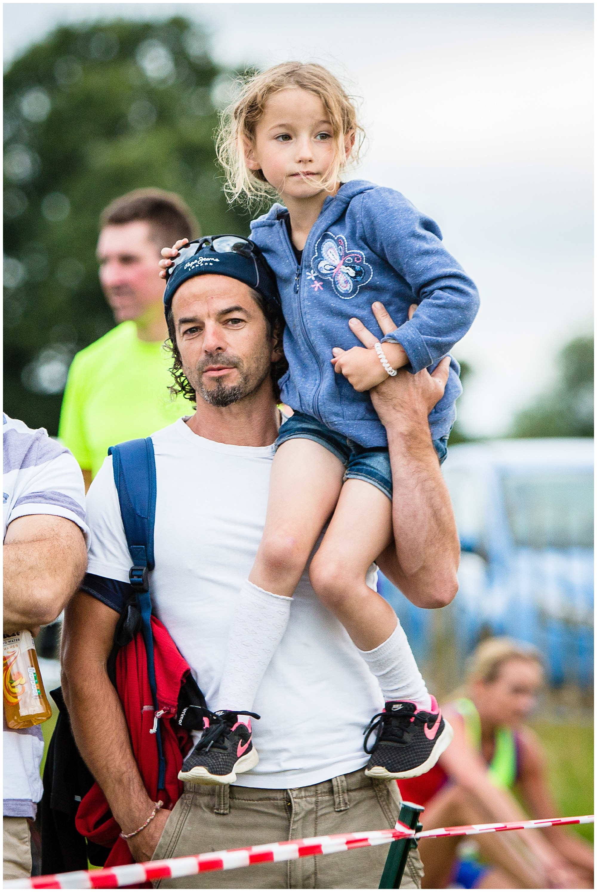 little girl and her daddy watching mum run at whitchurch running event