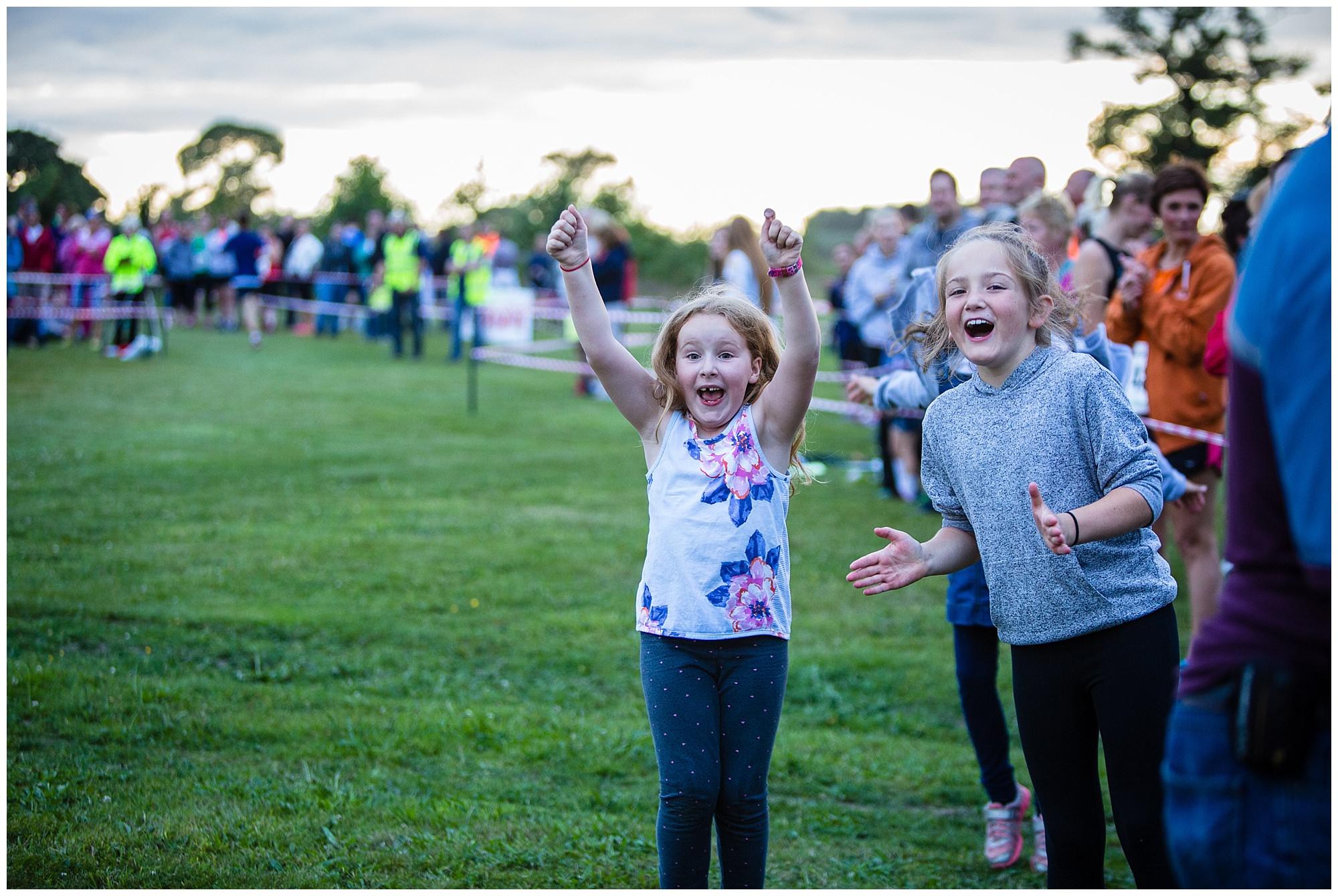 children cheering runners in - alderford lake event photographer