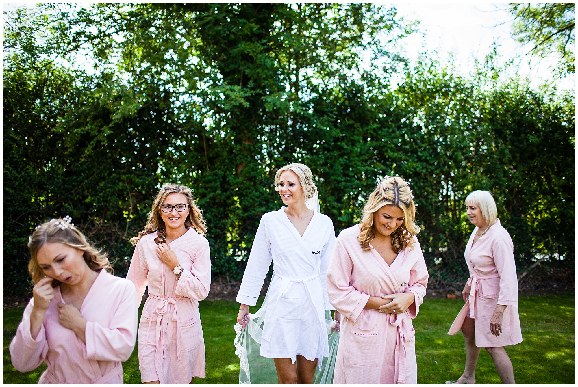 after the photo = everyone disperse, and the bride looking incredbley beautiful in the middle , lots of layering