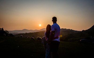 GOLDEN HOUR PRE-WEDDING SHOOT LLANGOLLEN – DAN + SHANNEN